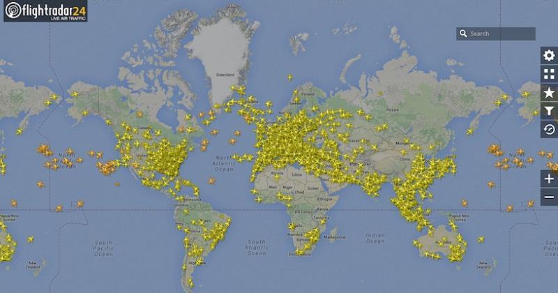 https://www.flightradar24.com/
